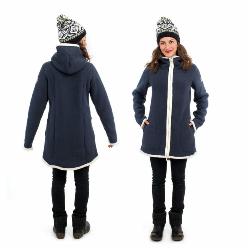 d982a1e84ed0f 3in1 Maternity and babywearing winter coat fleece ARCTICA in navy - model  wears coat without inserts