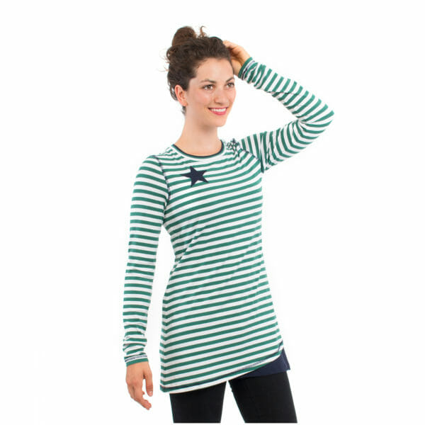 Maternity and nursing top VEGA in green - model wears shirt with hand on her head