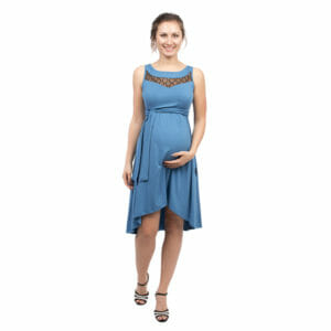 332b3110555 ... Maternity and nursing cocktail dress ALMA in blue with black lace - pregnant  model with hand