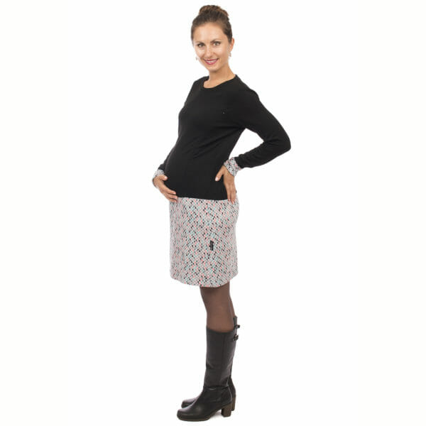 Maternity and nursing dress GAYA in grey-triangles - pregnant model wears dress - side view