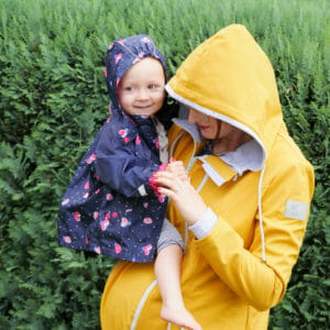 Viva la Mama softshell maternity jacket PINA mustard yellow - pregnant mum with toddler in her arm