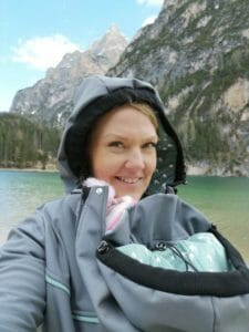 A mum wears a softshell jacket from Viva la Mama with insert on her front and carries her baby