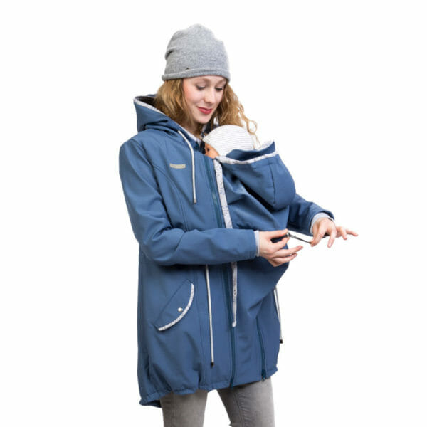 Babywearing and maternity parka coat PINA in slate blue - babywearing model adjusts width on babywearing insert